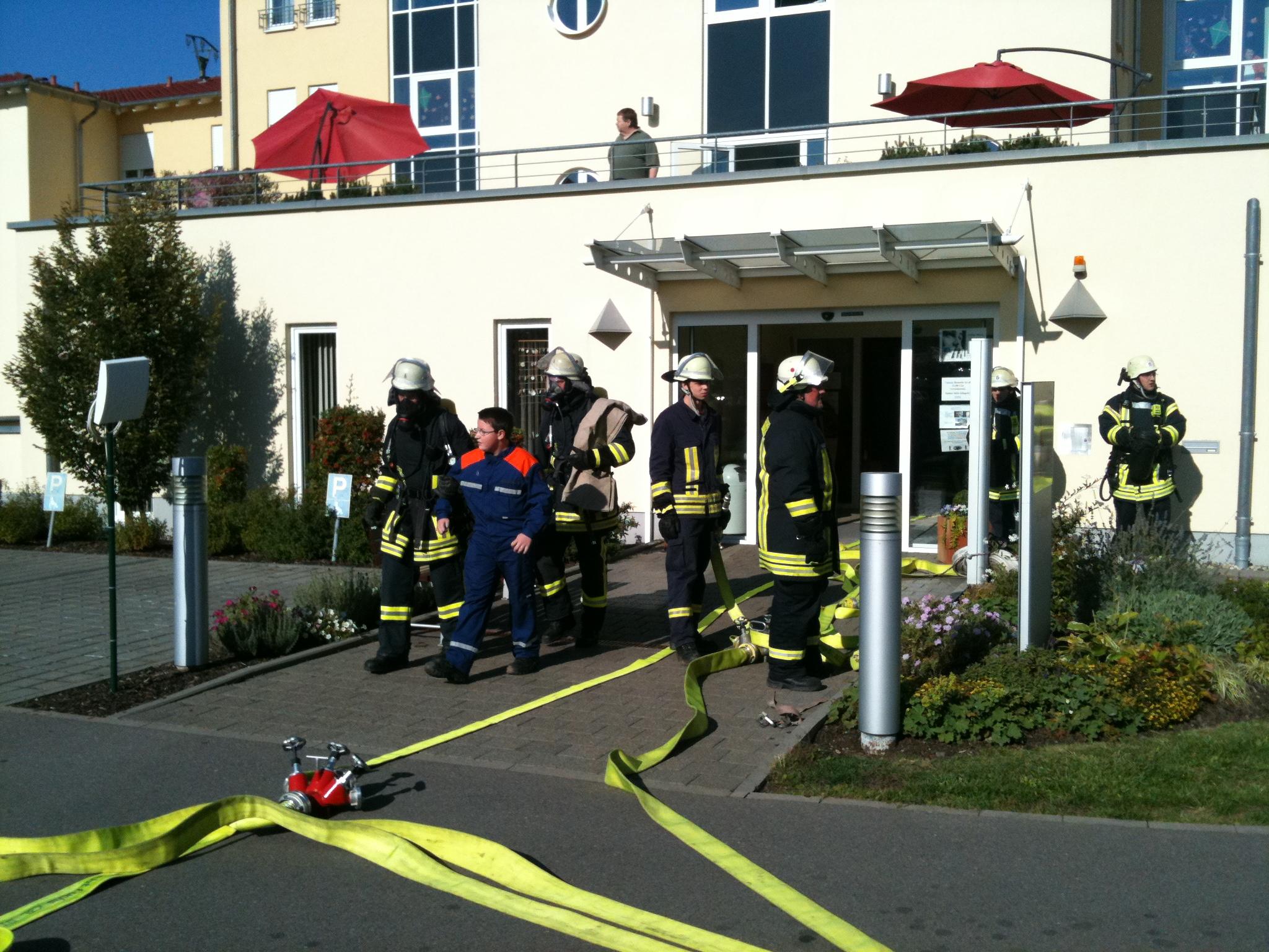 Gut zu wissen, dass Sie da sind wenn man Sie brauch: Die Freiwillige Feuerwehr Wadgassen hat bei der Jahreshauptübung 2011 wieder einmal Einsatzfähigkeit unserer Feuerwehr unter Beweis gestellt.