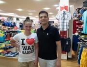 Sebastian Greiber übergibt I love Wadgassen T-Shirt an Julia Lieser