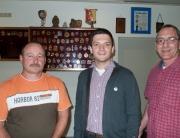 Der freie Bürgermeister Kandidat Greiber hat sich sehr über die Einladung der KG Die Peikler aus Differten gefreut. (Michael Klinkert, Sebastian Greiber und Frank Schmidt)