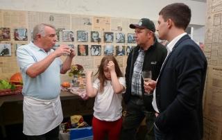 Die Veranstaltung wird begleitet von Kostproben regionaler Erzeugnisse. Mit von der Partie mit Produkten sind die Wadgasser Betriebe Biolandhof Comtesse, Bäckerei Barbrake und Gemüse Neumeier.