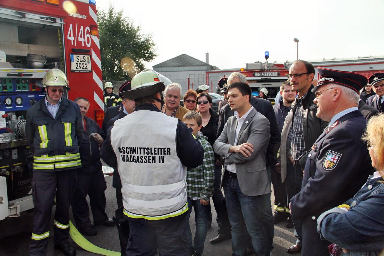 Auch dieses Jahr besuchte der freie Bürgermeister Kandidat Sebastian Greiber die Übung der Feuerwehr Wadgassen. Die Feuerwehr Wadgassen führte ihre Jahreshauptübung in einer Lagerhalle der Firma ST-Rubber im Industriegebiet Sitters durch. Außer Differten waren alle Löschbezirke im Einsatz.