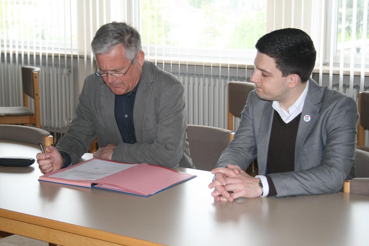 Sebastian Greiber wird als neuer Bürgermeister ernannt und vereidigt.