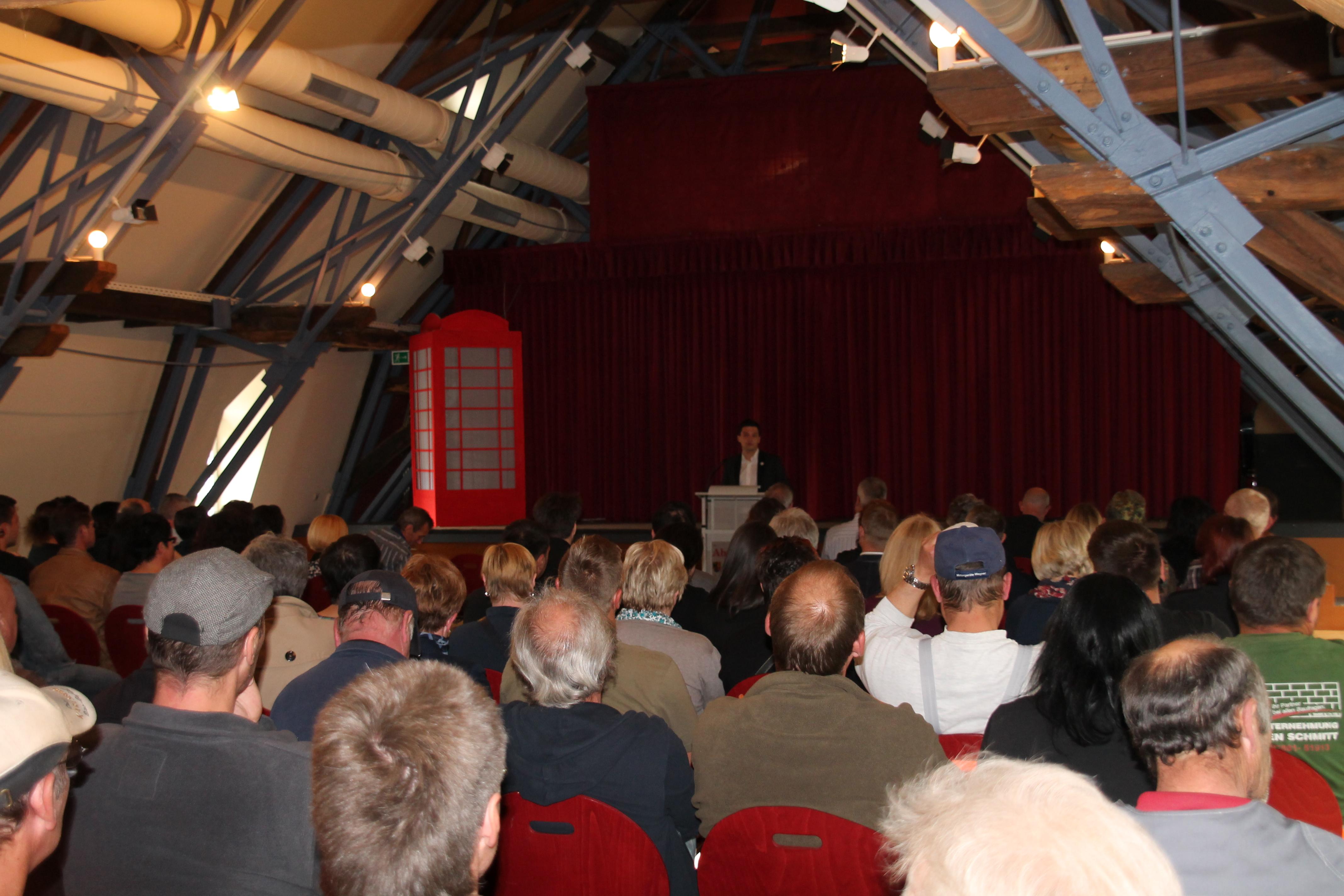 Bürgermeister Sebastian Greiber lud zu seinem Amtsantritt alle Mitarbeiterinnen und Mitarbeiter der Gemeinde Wadgassen am 6. Mai 2014 zu einer Personalversammlung im Abteihof Wadgassen ein.