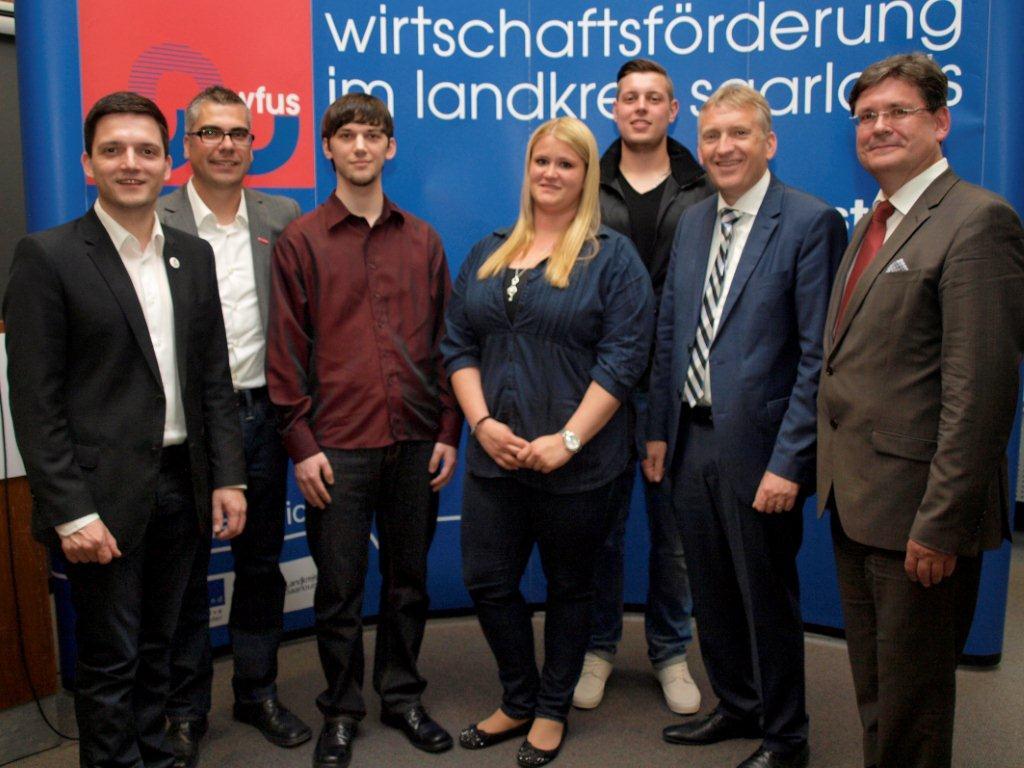 Bürgermeister Greiber und Landrat lauer ehren Auszubildende aus der Gemeinde Wadgassen