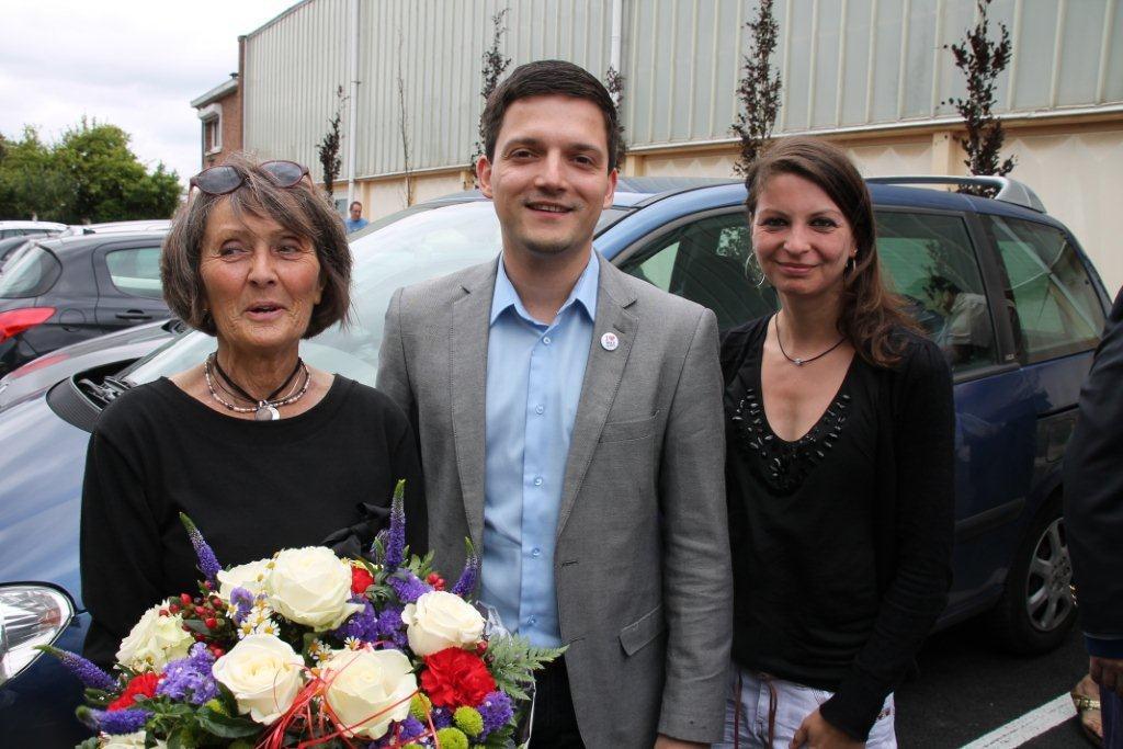 Die Gästen aus Wadgassen wurden von der neuen Bürgermeisterin Caroline Saudemont herzlich begrüßt. Bürgermeister Greiber revanchierte sich mit einem bunten Blumenstrauß in den französischen Nationalfarben.