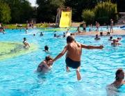 Badespaß im Wadgasser Parkbad.