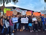 Schüler der Bisttalschule streiken gegen die Schließung ihrer Schule in Differten