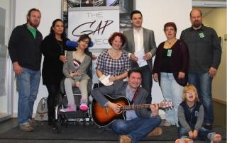 2x 600 € Spendenübergabe von GAP-Project und Bürgermeister Greiber