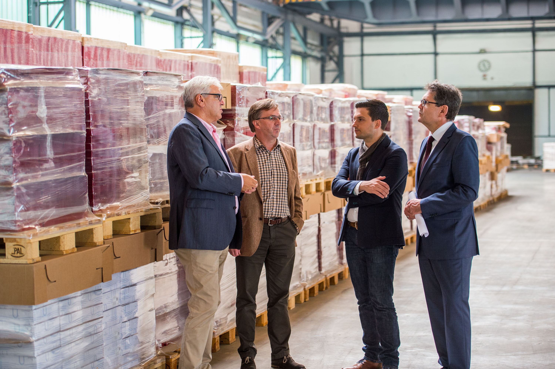 Unternehmenstour Wadgassen - MTG-Lagerlogistik: v.l. Paul Kast, Juergen Amann, Sebastian Greiber, Juergen Pohl. Foto: Rolf Ruppenthal/ 5. Okt. 2015