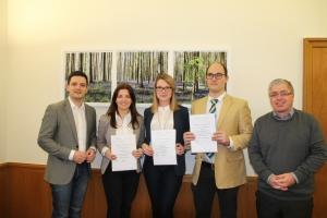 Kathrin Adam, Alma Hoffmann und Holger Schwert haben erfolgreich die Ausbildung abgeschlossen