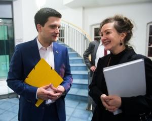 Bürgermeister Greiber im Gespräch mit Monika Bugs