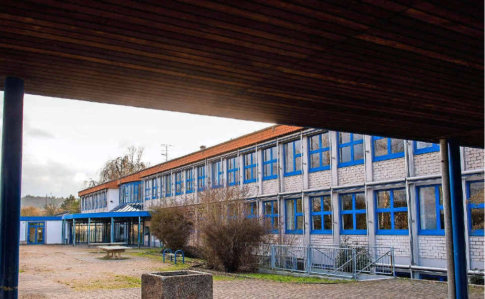 In die Bisttalschule soll die Grundschule Differten mit ihrer Dependance in Werbeln einziehen. Platz wäre auch noch zum Beispiel für den Ortsvorsteher. FOTOS: ROLF RUPPENTHAL