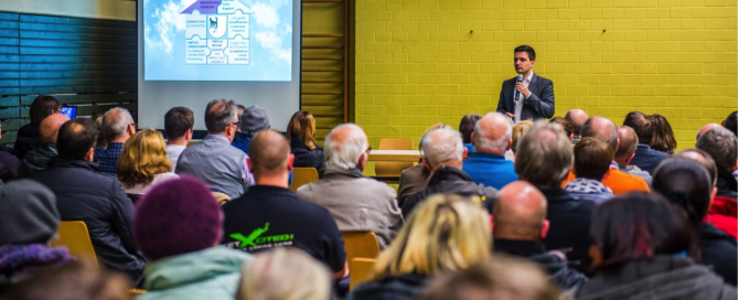 Bürgermeister Greiber stellt das neue Immobilienkonzept vor.