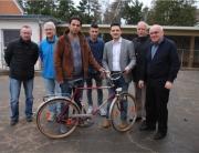 Fleißige Helfer in der Fahrradwerkstatt