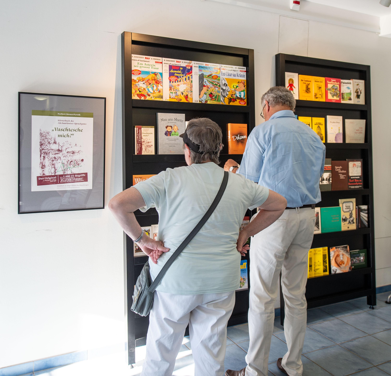 Mundart - made in Saarland -  eine Ausstellung mit Texten und Bildern im Wadgasser Zeitungsmuseum, der eine ganze Serie von Life-Veransaltungen folgen wird.Foto: Rolf Ruppenthal/ 4. Aug. 2018
