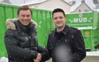 Bürgermeister Sebastian Greiber (links) und WUD-Chef Sascha Morschett beim Besuch auf dem Wertstoffhof in Wadgassen. Foto: WUD