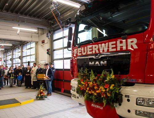 """Neues Feuerwehrauto """" GW Logistik 2"""" eingeweiht"""